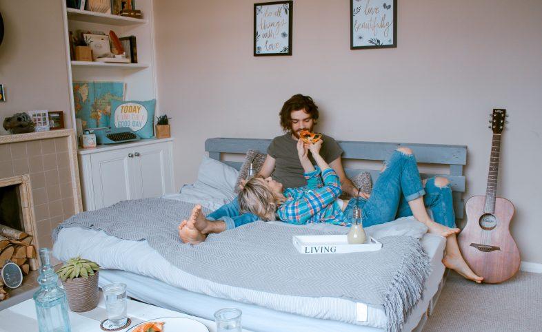 Радостни у дома: Кратък наръчник за постигане на хармония с домашната среда